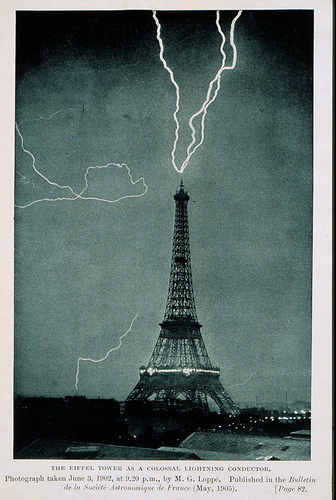 Lightening Eiffel