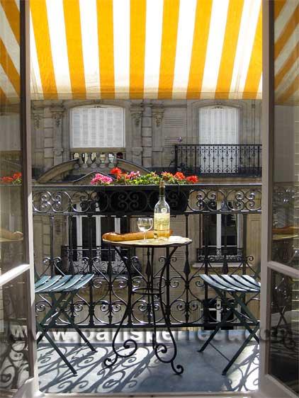 Paris Balconytumblr_lrmqhxryeX1qb141to1_500